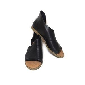 NWOT Bamboo Hippie Open Toe Flats Black Size 8.5